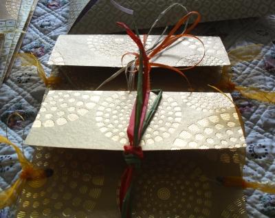 Artisanat papier, laine et tissu, créations uniques, originales et fait main. Coussins d'alliances.